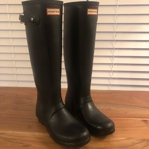 Hunter rain boots (matte finish) 😊